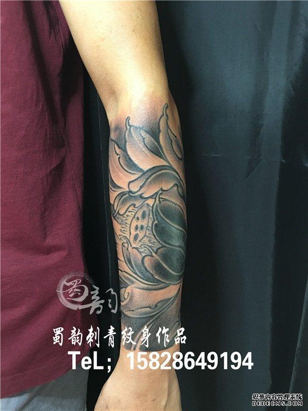 包小臂纹身 胳膊纹身 荷花纹身 男士纹身 蜀韵纹