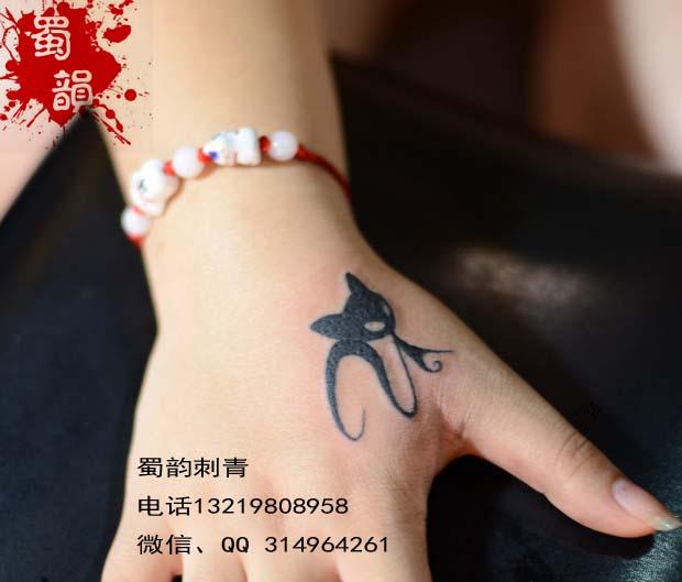 虎口纹身,猫猫纹身,女生纹身
