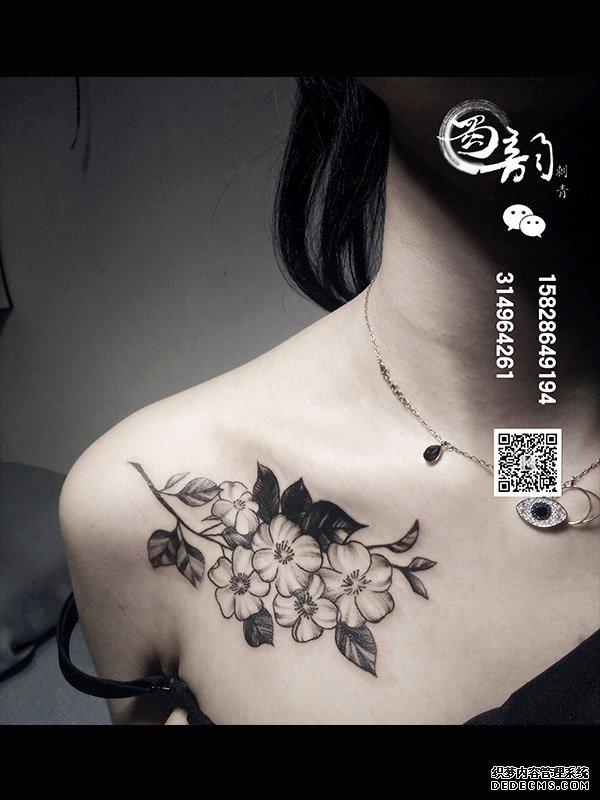 攀枝花哪家纹身店好 蜀韵刺青锁骨纹身素花纹身图片